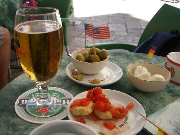Snack mit Bruschetta