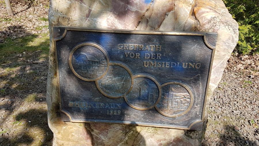 Gedenkstein zum alten Ort Grefrath