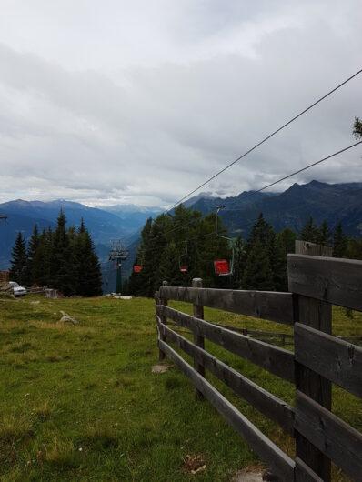 die Sessel des Sessellifts Grube kurz vor der Bergstation