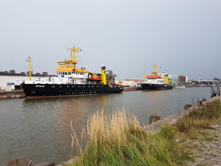 Forschungsschiffe vor Anker im Fischereihafen 1 in Bremerhaven