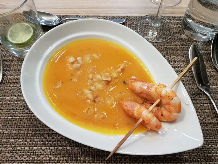 Kürbissuppe mit Förde-Garnelen als Vorspeise