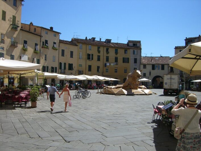 auf der Piazza dell'Anfiteatro in Lucca