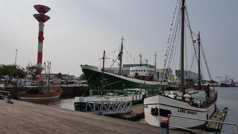 Schiffe am Kai des Fischereihafens