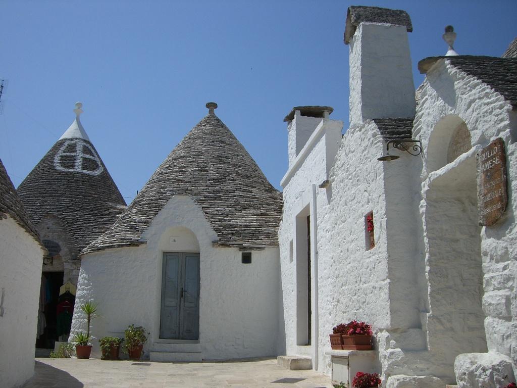 die typischen weißen Rundhäuser in Alberobello