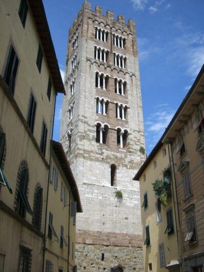 einer der vielen Türme in der inneren Stadt von Lucca