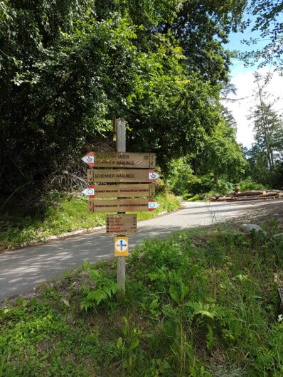 Wanderwegweiser am Schenner Waalweg