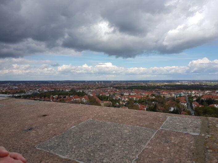 Blick von der Aussichtsplattform des Völkerschlachtdenkmals über Leipzig