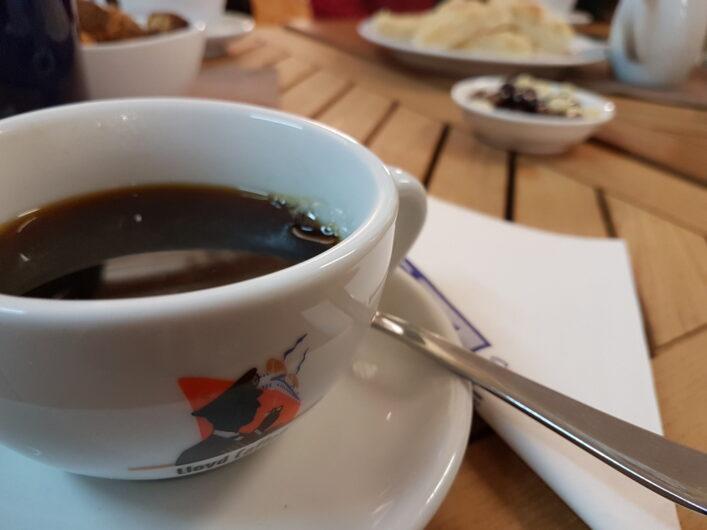 Kaffeegedeck bei der Verkostung