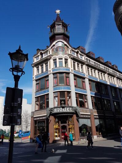 schön verzierte Fassade des Kaffeehauses Riquet in Leipzig