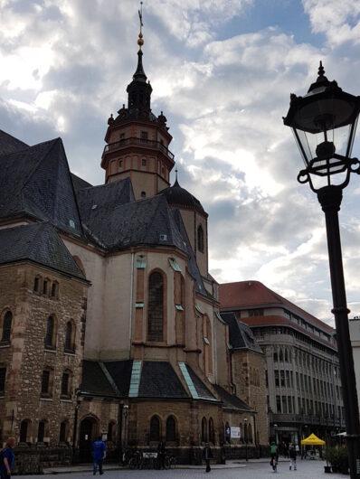 Blick auf den Seitenbereich der Nikolaikirche in Leipzig