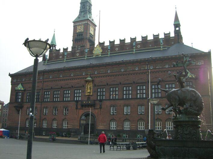 der Backsteinbau des Rathauses von Kopenhagen