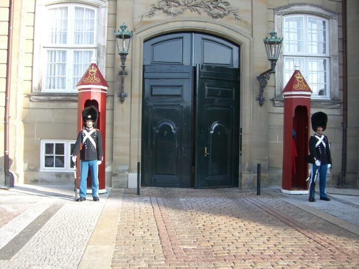 Wachen vor Schloß Amalienborg