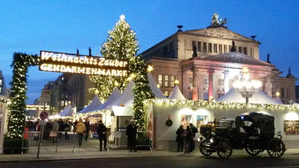Eingang zum Weihnachtszauber am Gendarmenmarkt