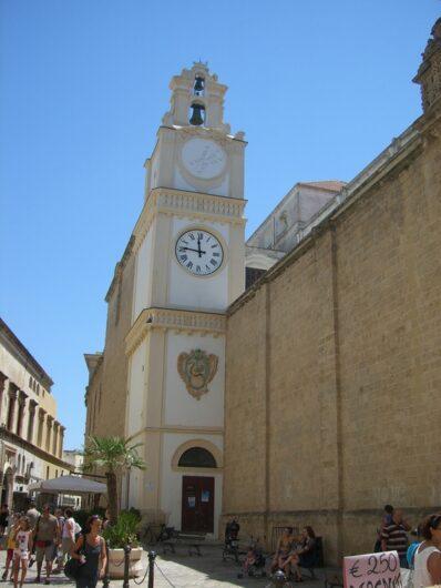 Blick auf den Dom in der Altstadt von Gallipoli