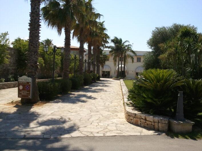 die Zufahrt zum Hotel Tenuta Moreno