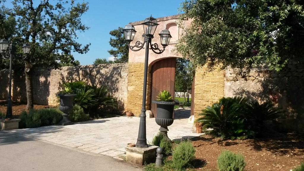 Tor zum Zitrusgarten der Tenuta Moreno