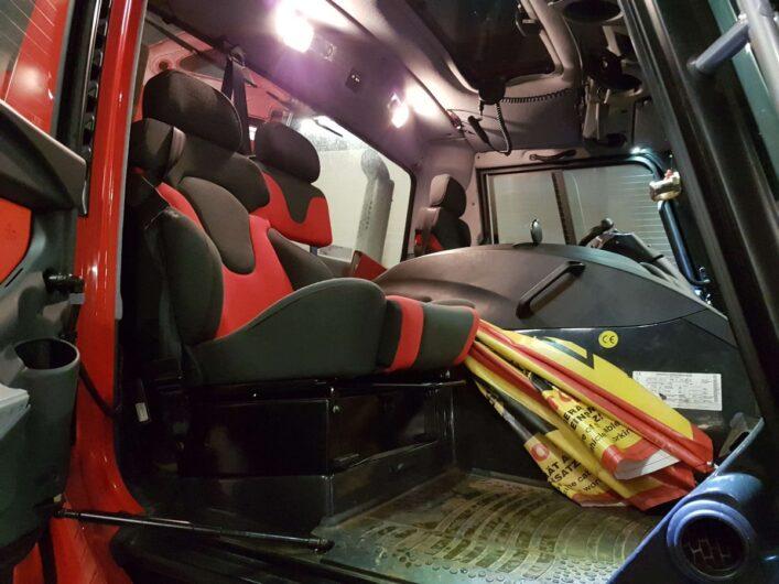 Blick auf den Beifahrersitz des Pistenbullys