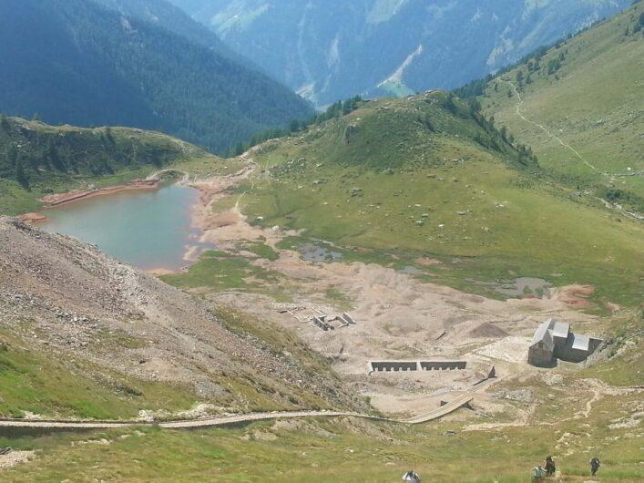 Aufstieg zum Schneeberg und Blick zurück Richtung Seemos