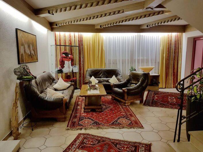 Eingangsbereich des Hotel Tirol in Ladis