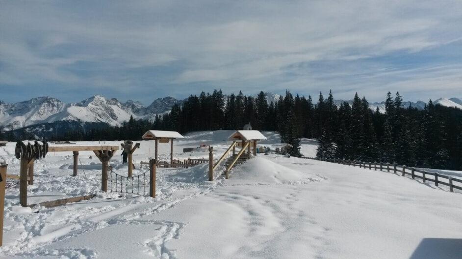 Blick auf die Spielgeräte des Erlebnisparks Hög in Serfaus