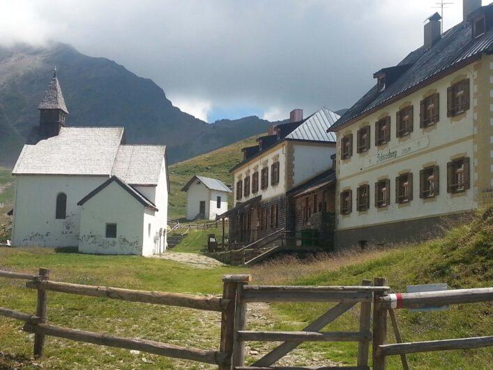 Schutzhütte Schneeberg und kleine Kapelle