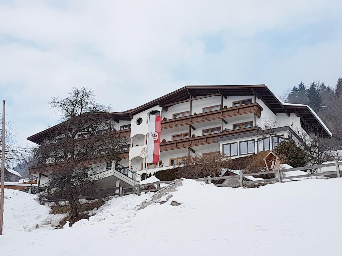 Blick auf das Hotel Tirol in Ladis