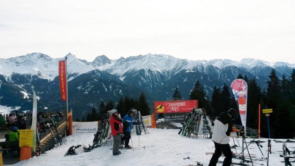Skifahren stehen vor der Frommes Alm
