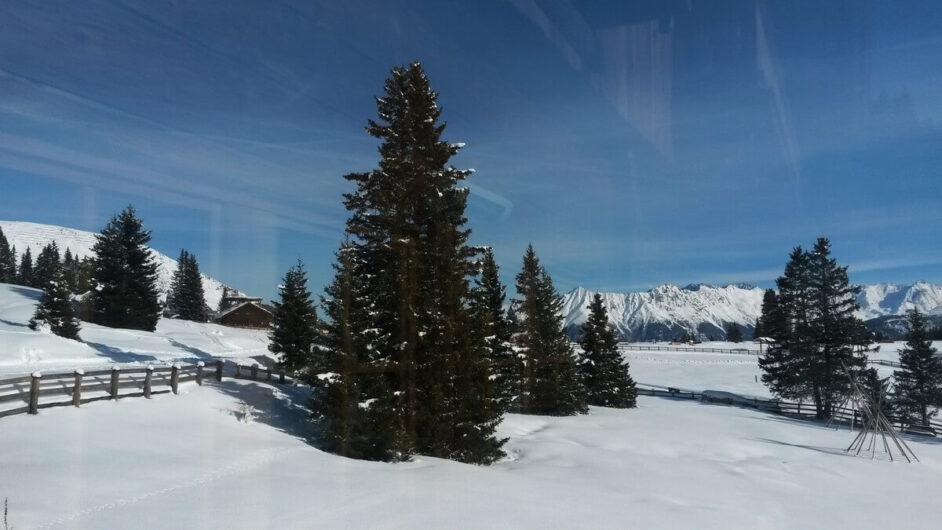 verschneite Landschaft rund um die Hög Alm