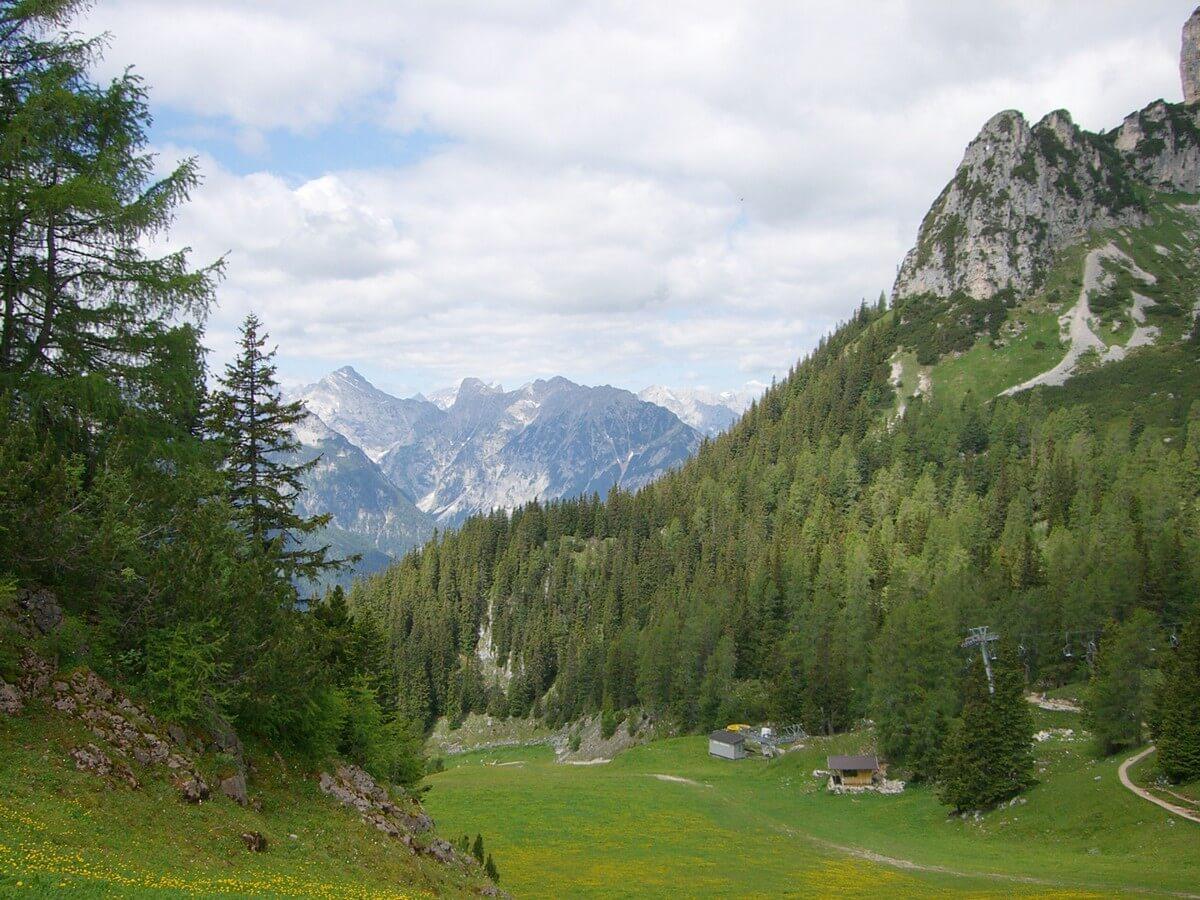 Blick über die Berglandschaft am Rofan auf das gegenüberliegende Karwendel