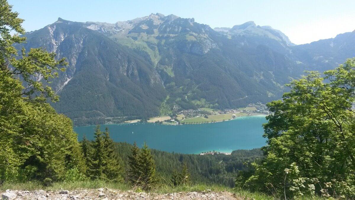 Blick auf den Achensee, Maurach und den Rofan gegenüber