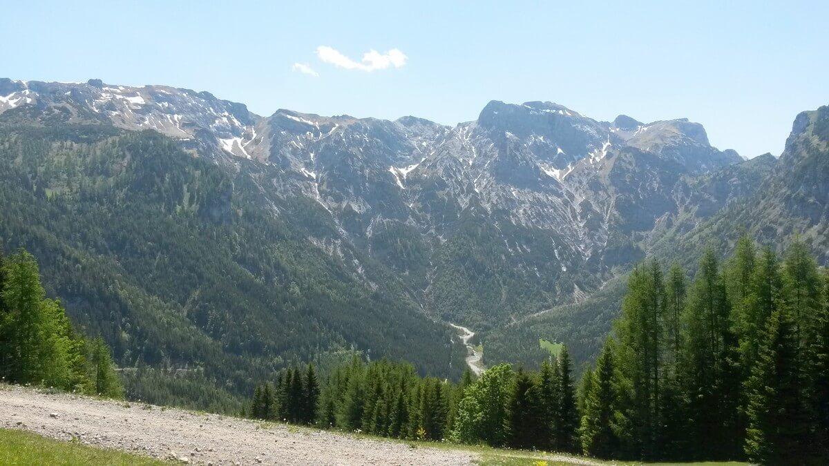 Blick auf die Bergwelt von Zwölferkopf aus