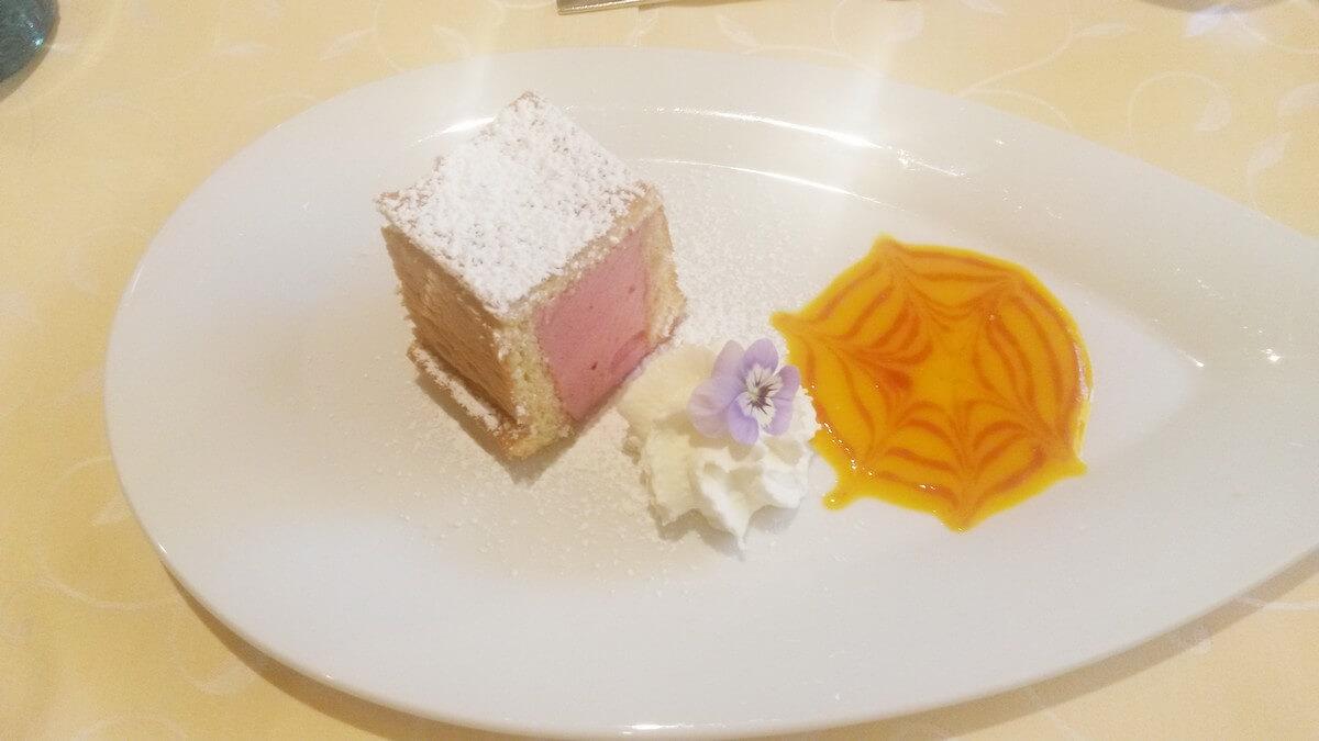 Dessert beim Dinner im Hotel Caroline am Achensee