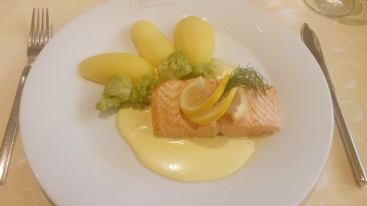 Fisch zum Dinner im Hotel Caroline am Achensee