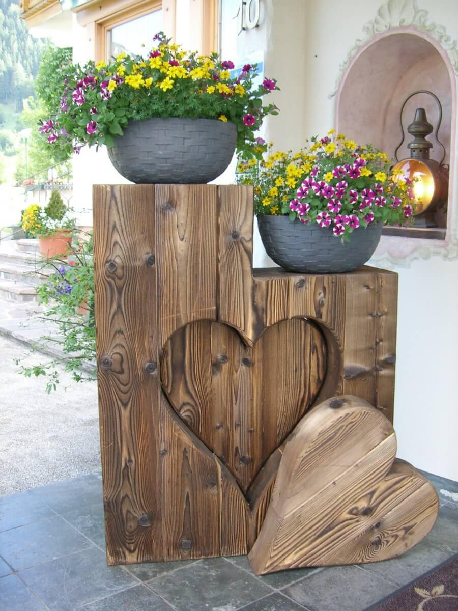 ein herzliches Willkommen im Eingangsbereich des Hotel Caroline in Pertisau