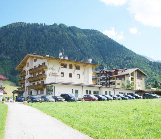 seitlicher Blick auf das Hotel Caroline in Pertisau