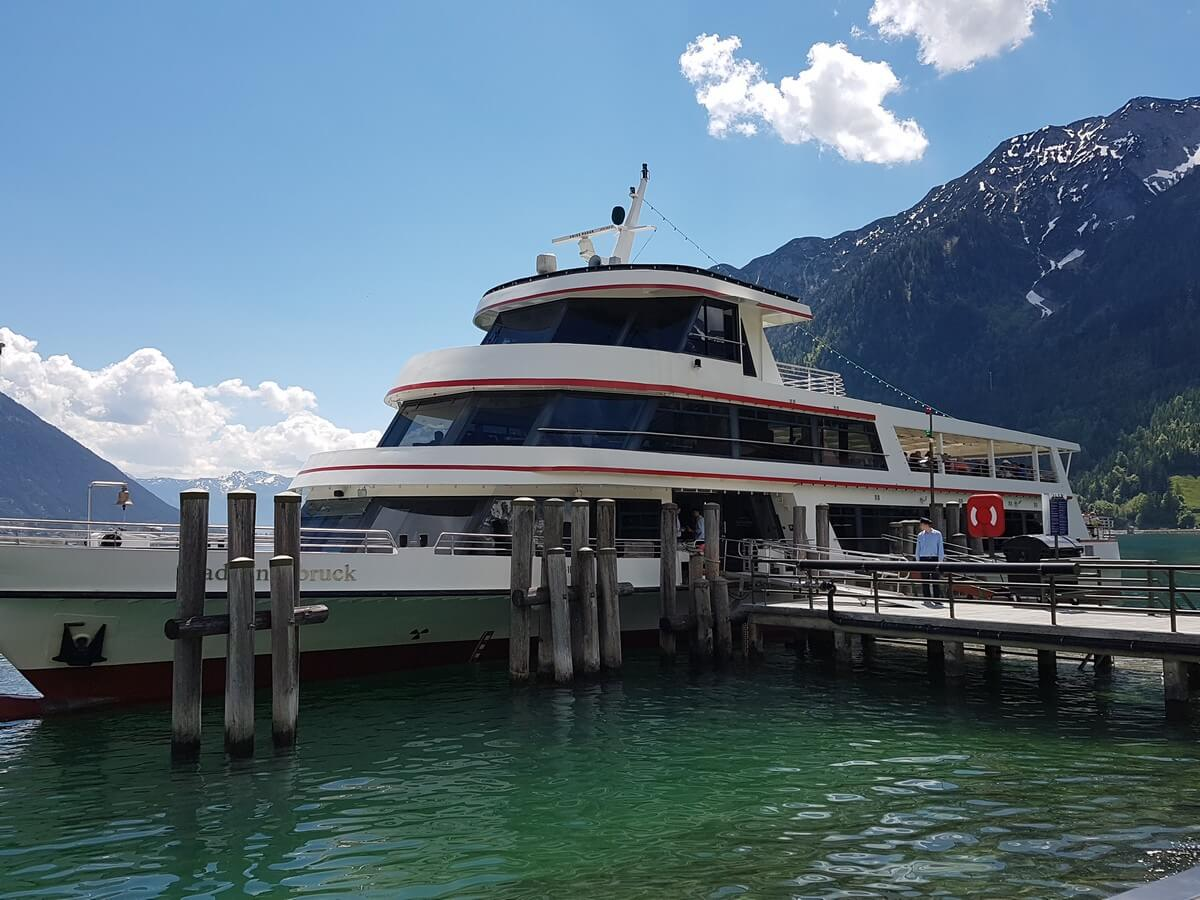 MS Innsbruck am Anleger in Pertisau am Achensee