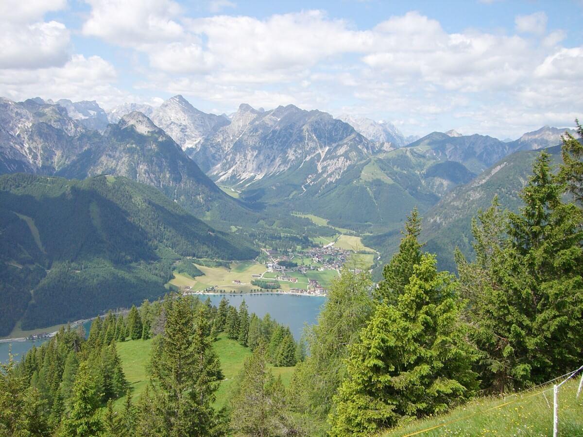 herrlicher Weitblick über das gegenüberliegende Karwendel, den Achensee und Pertisau