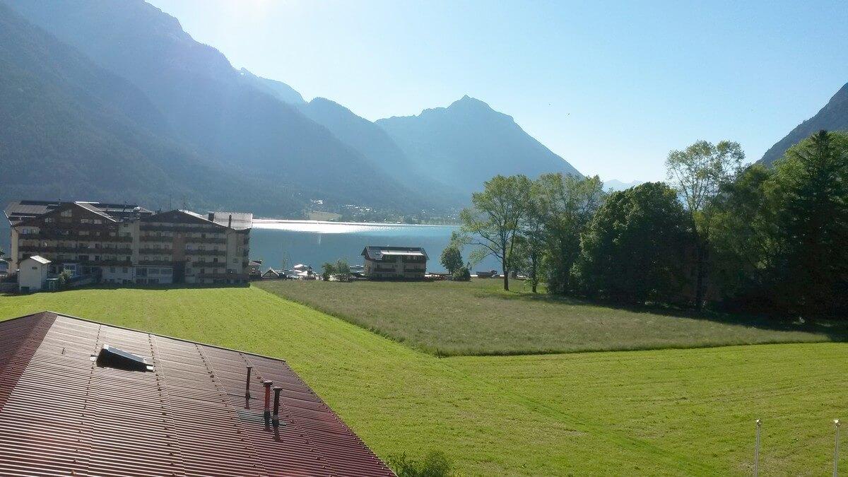 Blick vom Zimmer im Hotel Caroline in Pertisau auf den Achensee