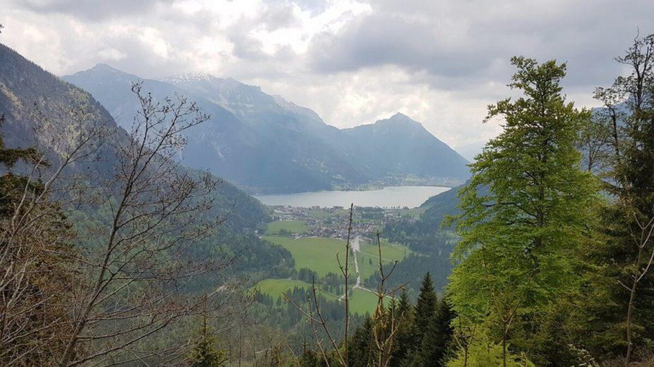 Blick auf Pertisau und den Achensee von der Wanderung zur Feilalm