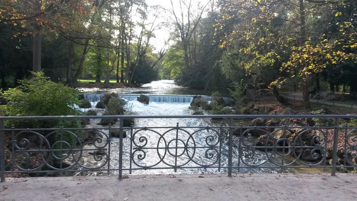 Fluss im Englischen Garten in München