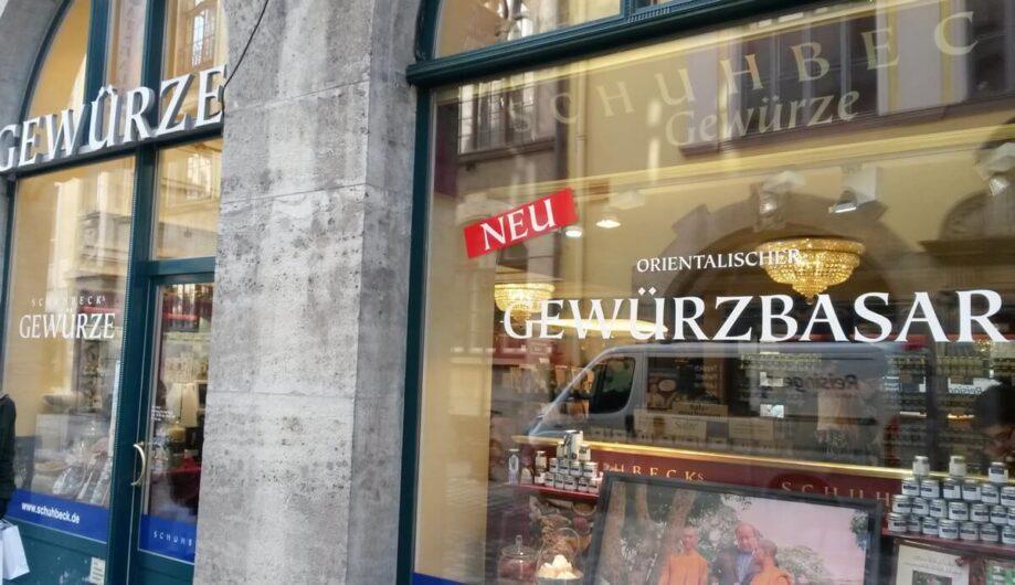 Die Schaufenster von Schubecks Gewürzbasar in München