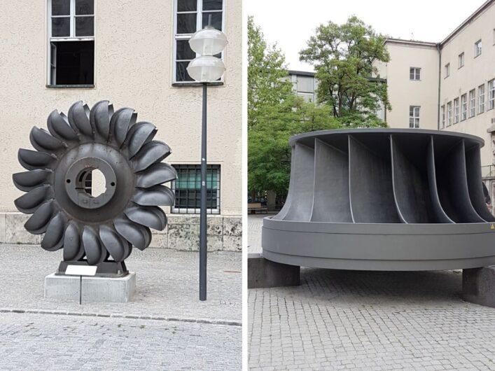 Schaustücke im Innenhof des Deutschen Museums in München