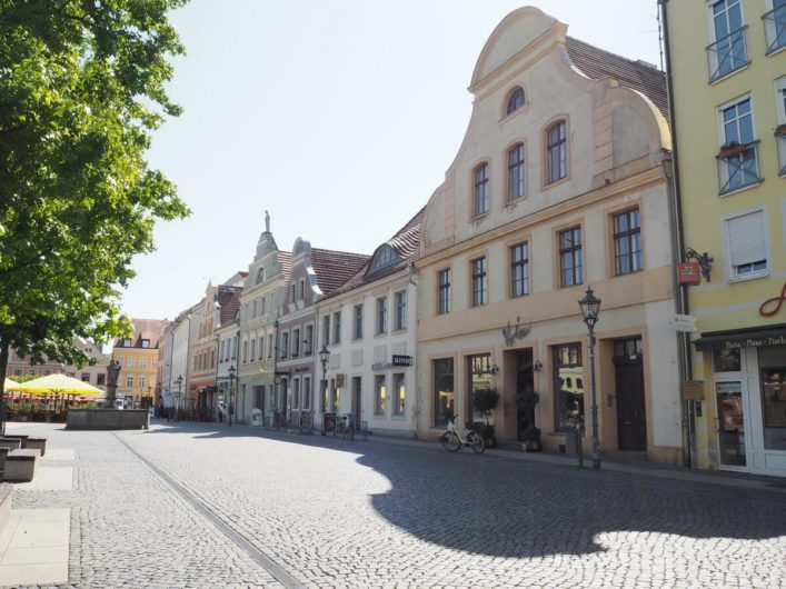 Blick über Häuser am Altmarkt in Cottbus