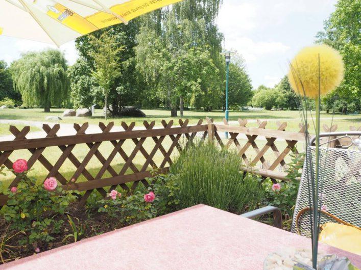 Blick aus dem Parkcafé in den Spreeauenpark in Cottbus
