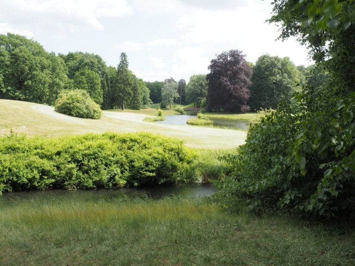 Grünflächen und Flüssschen im Park Branitz