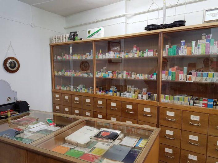 Arbeitsraum einer Apotheke in der DDR ausgestellt im Brandenburgischen Apothekenmuseum