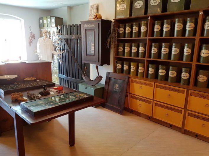 Giftschrank im Brandenburgischen Apothekenmuseum in Cottbus
