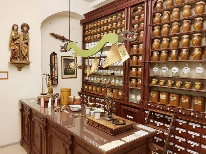 Offizin der alten Peitzer Apotheke im Brandenburgischen Apothekenmuseum