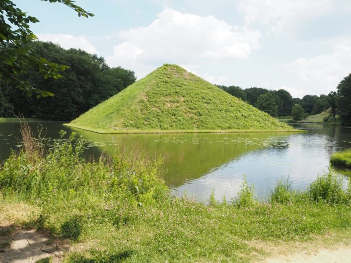 Seepyramide im Branitzer Park in Cottbus