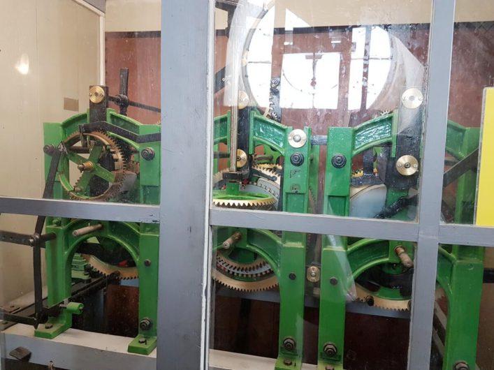 Blick auf das Uhrgehäuse im Spremberger Turm